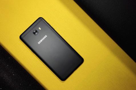 "Galaxy C9 Pro美颜自拍 让每个角度都""刚刚好"""